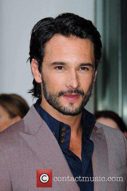 rodrigo santoro what to expect when youre 5849088