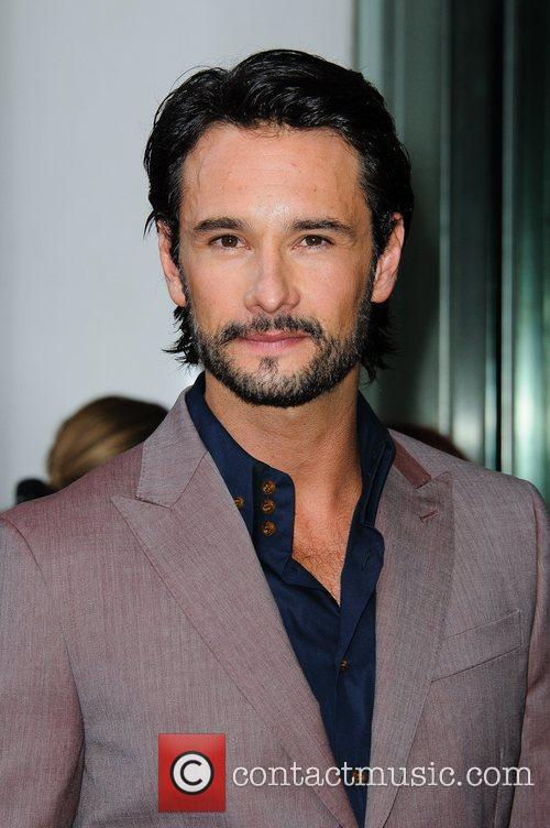rodrigo santoro what to expect when youre 5849089