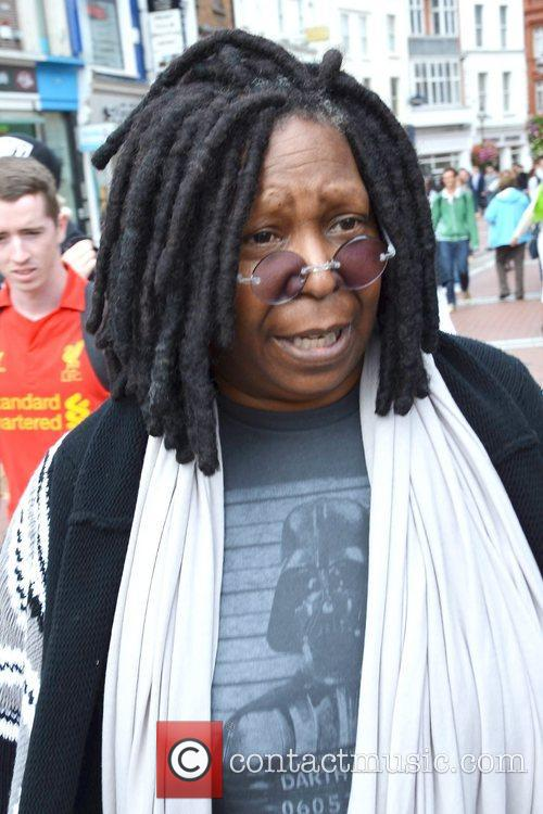 Whoopi Goldberg, Gold Honorary Medal, Patronage, Trinity College Philosophical Society, Dublin and Ireland 13