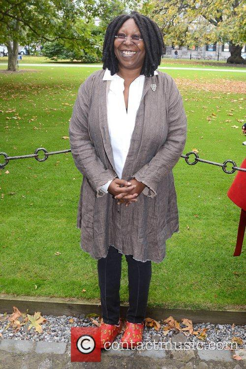 Whoopi Goldberg, Gold Honorary Medal, Patronage, Trinity College Philosophical Society, Dublin and Ireland 18