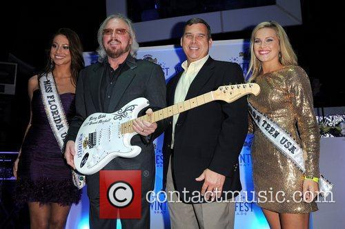 Barry Gibb and Hard Rock Hotel And Casino 18