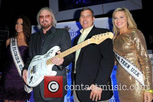 Barry Gibb and Hard Rock Hotel And Casino 19