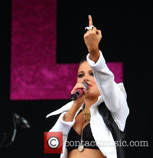 tulisa contostavlos gives the finger to ex 5874857