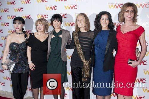 Loreen Arbus, Pat Mitchell, Guest, Gloria Steinem, Lisa Ling and Christine Lahti 3