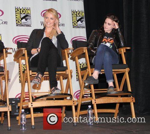 Charlize Theron and Kristen Stewart  Wondercon 2012...