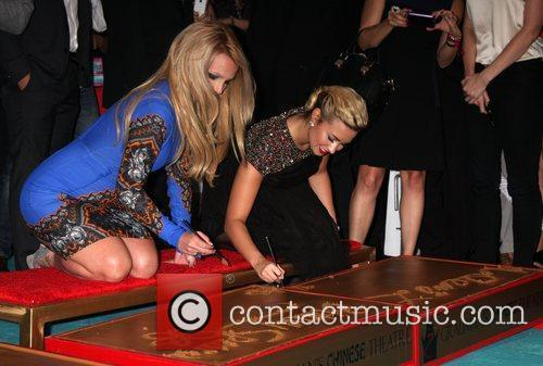 Britney Spears and Demi Lovato 5
