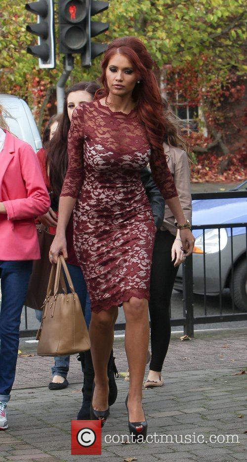 Arrives at her salon in Brentwood to meet...