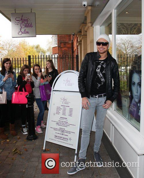 Arrives at Amy Childs salon in Brentwood