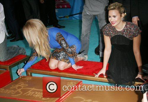 Britney Spears and Demi Lovato 3