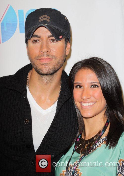 Enrique Iglesias and Ashley Ruiz 3
