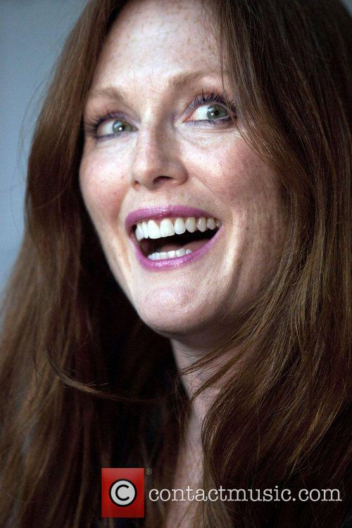 julianne moore swarovski celebrates swarovski crystallized a 4060498