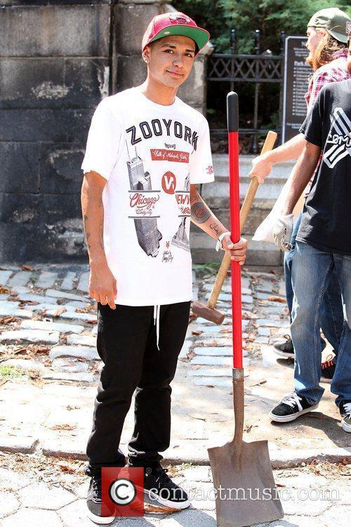 Zoo York and Stoked Mentoring Clean Up Brooklyn...