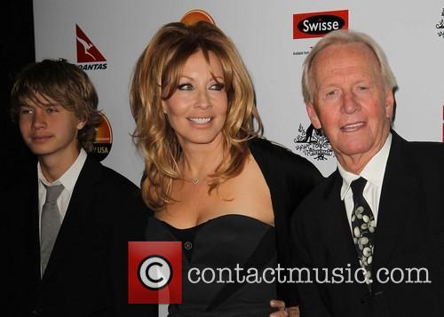 linda kozlowski paul hogan son chance hogan gday usa 3911011