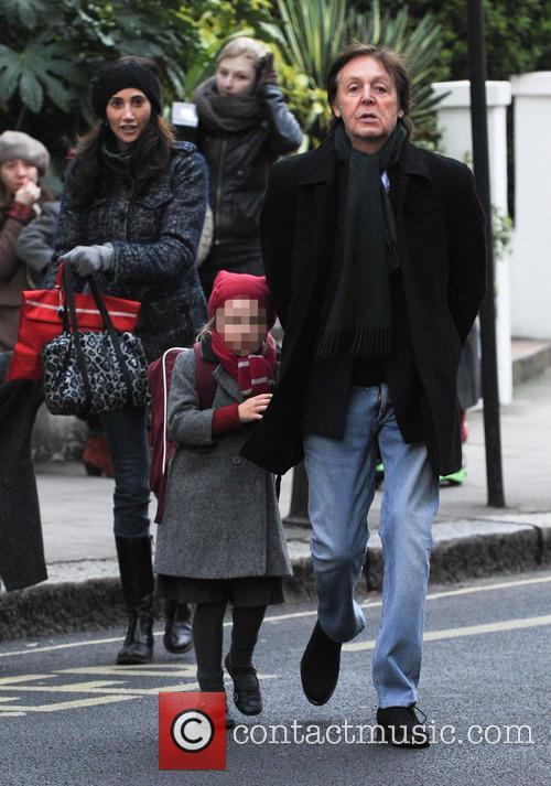 Paul McCartney, Nancy Shevell and Beatrice McCartney 9