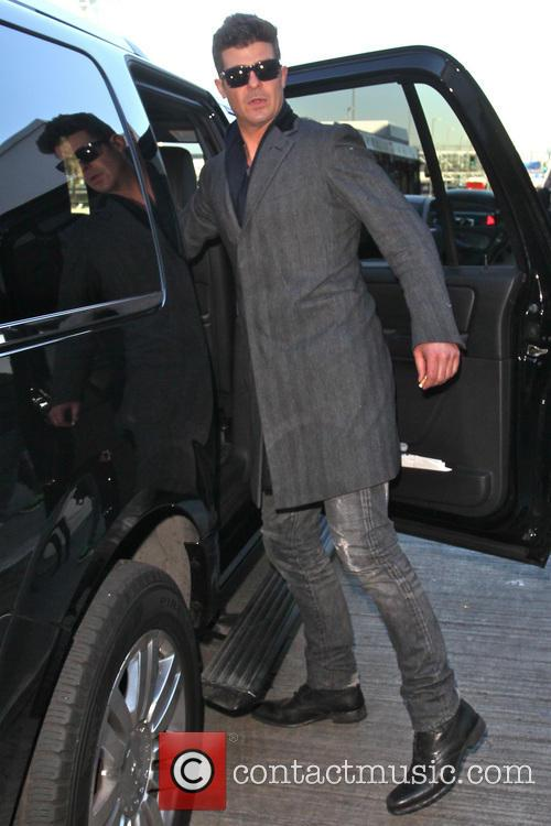 Robin Thicke - Robin Thicke at LAX Airport...