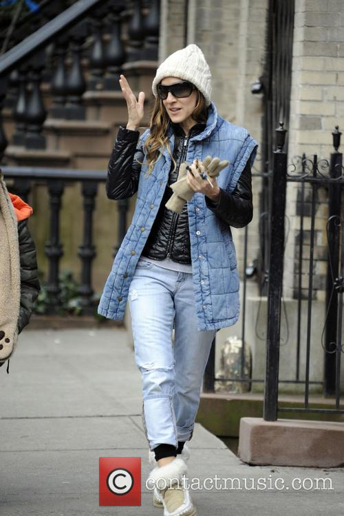 Sarah Jessica Parker takes her son to school