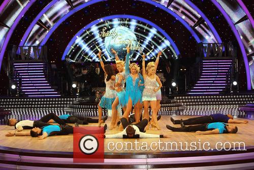 Artem Cingvintsev, Phil Tufnell, James Jordan, Robin Windsor, Pasha Kovalev, Louis Smith, Michael Vaughan, Fern Britton, Karen Hauer, Denise Van Outen, Lisa Riley, Dani Harmer, Ola Jordan and Natalie Lowe 9