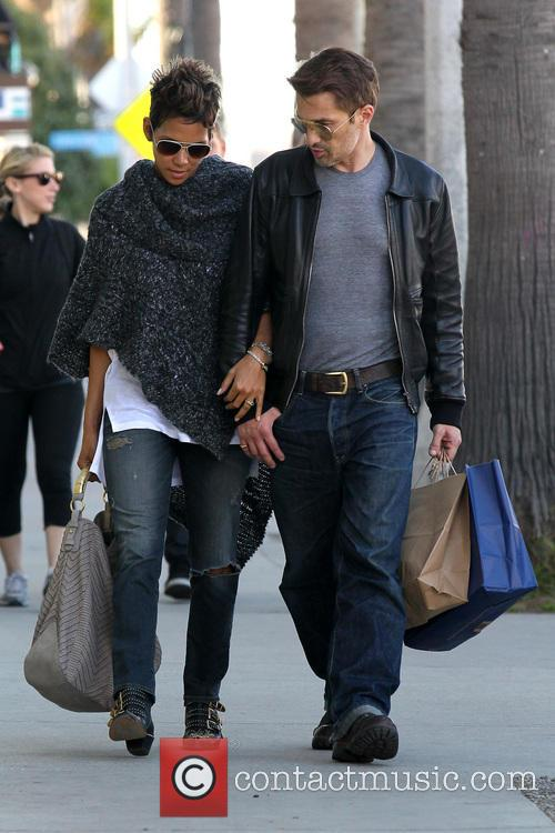 halle berry olivier martinez halle berry and her beau 3458336