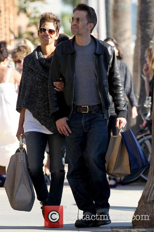 Halle Berry and Olivier Martinez 15