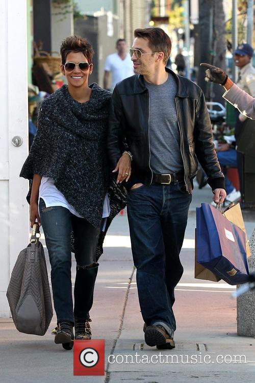 Halle Berry and Olivier Martinez 19
