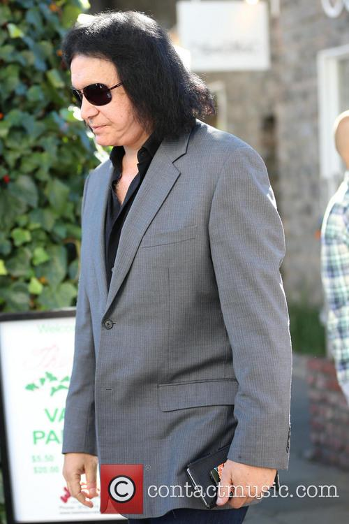 Gene Simmons exits The Ivy restaurant
