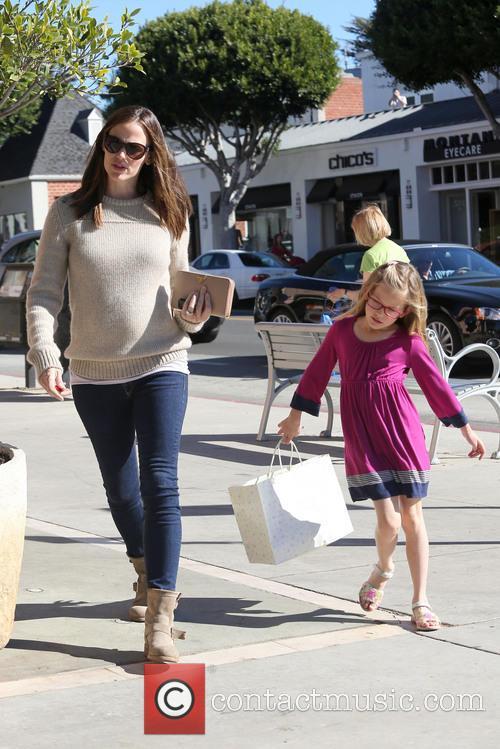 Jennifer Garner takes her daughter Violet Affleck shopping