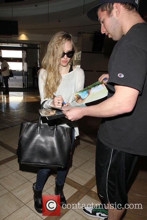 amanda seyfried celebrities arrive at lax airport 3461208