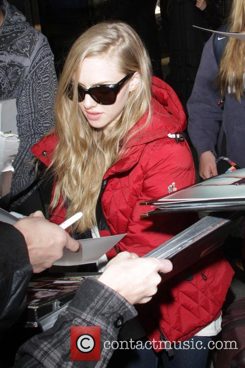 amanda seyfried celebrities arrive at salt lake city 3461401
