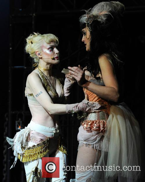 Between speaking, Emilie autumn live are