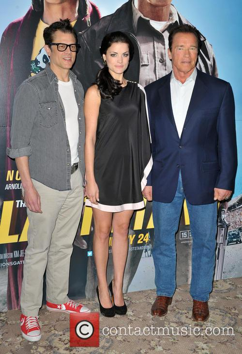 Johnny Knoxville, Jaimie Alexander and Arnold Schwarzenegger 6