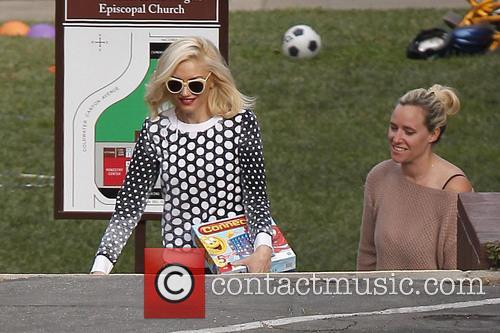Gwen Stefani seen leaving Zuma Rossdale's school