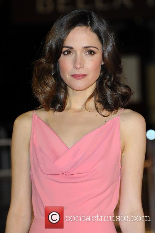 rose byrne premiere of 'i give it a 3466349