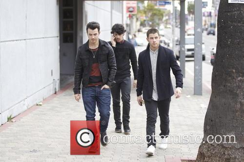 Nick Jonas, Kevin Jonas and Joe Jonas 5