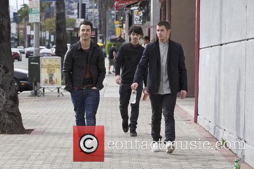 Nick Jonas, Kevin Jonas and Joe Jonas 6