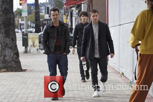 Nick Jonas, Kevin Jonas and Joe Jonas 8