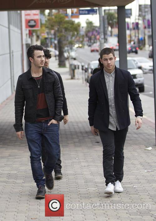 Nick Jonas, Kevin Jonas and Joe Jonas 10
