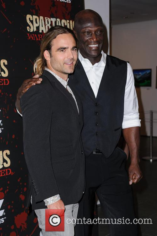 dustin clare peter mensah spartacus war of the damned 3467724