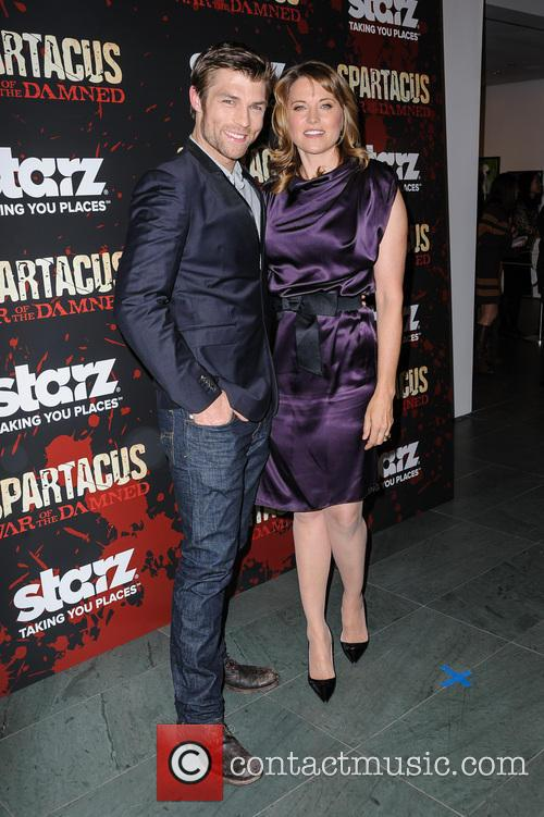 Liam McIntyre and Lucy Lawless 1