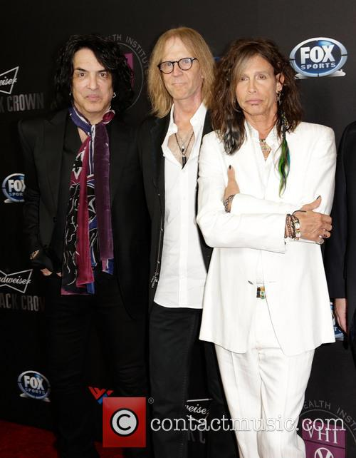 Paul Stanley, Tom Hamilton and Steven Tyler 9
