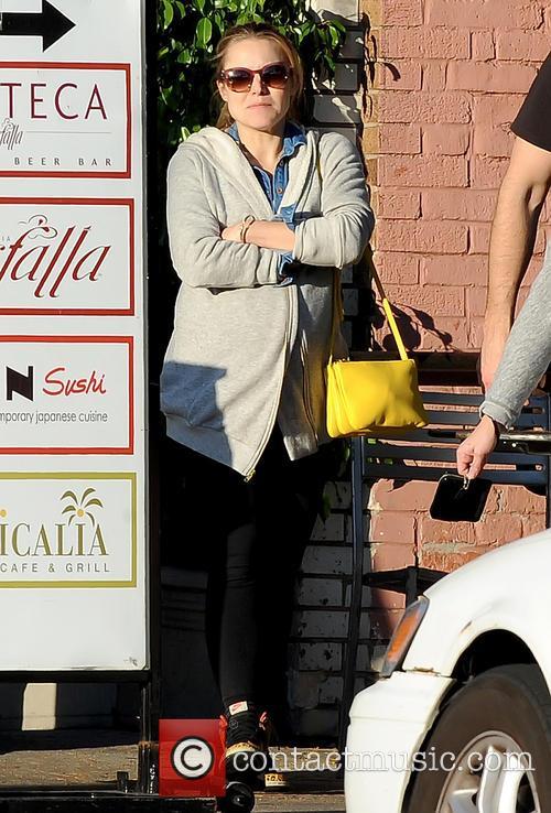 Pregnant Kristen Bell 3