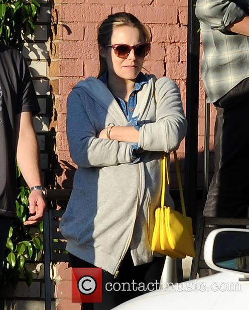 Pregnant Kristen Bell 4