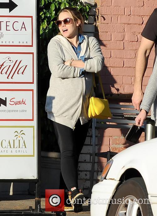 Pregnant Kristen Bell 9