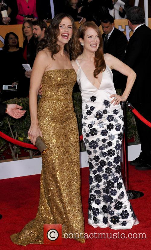 Julianne Moore and Jennifer Garner 7