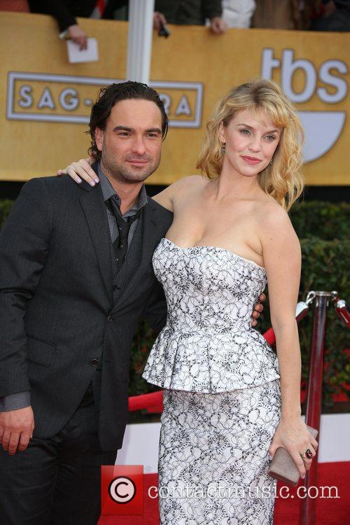 Kelli Garner and Johnny Galecki 1