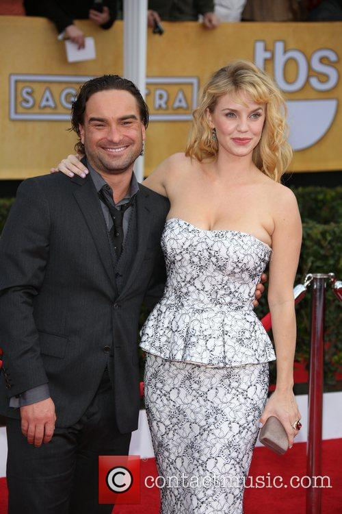 Kelli Garner and Johnny Galecki 3