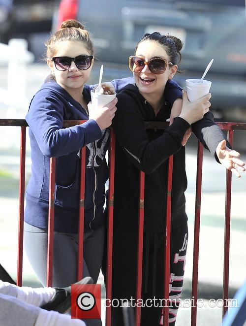 Ariel Winter and Shanelle Workman 3