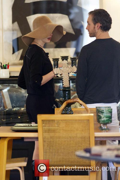 Anne Hathaway and Adam Shulman 6