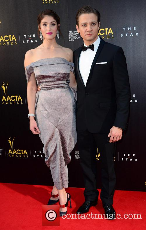 Jeremy Renner : Gemma Arterton 1
