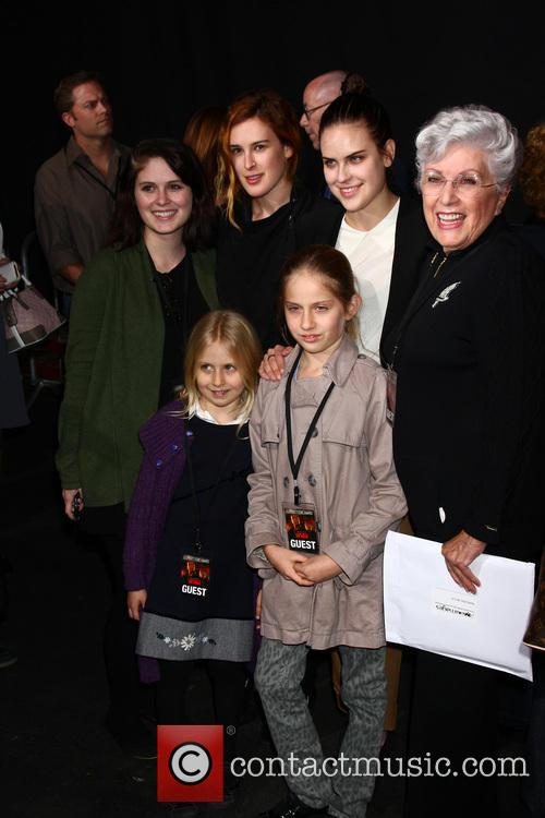 Marlene Willis With Granddaughters Hayley Willis, Sienna Willis, Tallulah Belle Willis and Rumer Willis 2
