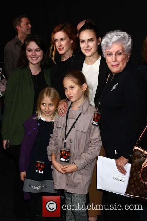 Marlene Willis With Granddaughters Hayley Willis, Sienna Willis, Tallulah Belle Willis and Rumer Willis 1